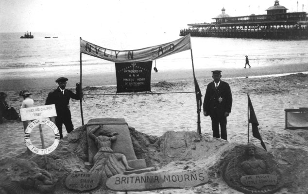 Sand memorial to RMS Titanic on Bournemouth beach 1912. Catalogue reference: COPY 1/566(56550)