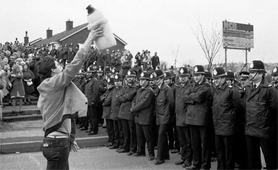 A Miners' strike in South Yorkshire in 1984/85 (Source: Wikimedia Commons)