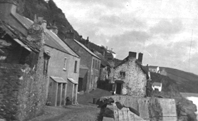 Photograph of fishermen's cottages at Hallsands, Devon (Catalogue reference: BT297/579)