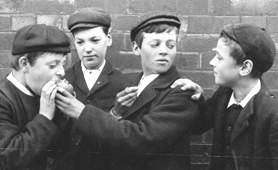 Photograph of schoolboys sharing an apple, 1904 (Catalogue reference: COPY 1/479)