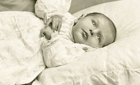 Photograph of a baby, 1911 (Catalogue reference: COPY 1/554/f98)